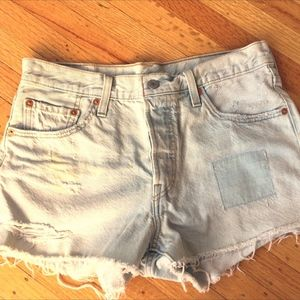 Levi's jean cutoff shorts - distressed - W 28